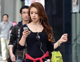 Trung Quốc xây làn đường riêng cho người... nghiện điện thoại di động