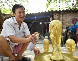 """""""Đột nhập"""" xưởng làm cúp vàng World Cup ở làng gốm Bát Tràng"""