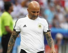HLV Sampaoli quyết không từ chức dù Argentina bị loại khỏi World Cup