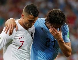 """""""Chơi đẹp"""" dìu Cavani rời sân, C.Ronaldo được tán dương"""
