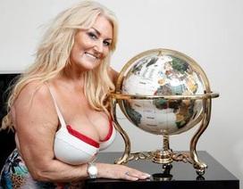 """Fan nữ dùng ngực """"khủng"""" dự đoán Anh thắng Croatia"""