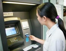 """Dừng tăng phí ATM nội mạng của 4 """"ông lớn"""" ngân hàng"""