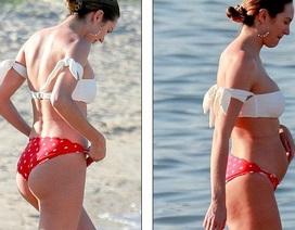 Thiên thần nội y diện bikini sau 3 tuần sinh nở