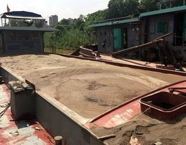 Hà Nội: Bắt quả tang 4 tàu khai thác cát trái phép