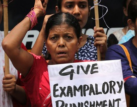 Ấn Độ: Bé gái 14 tuổi bị hiếp dâm 2 lần trong 2 ngày bởi 2 nhóm đàn ông khác nhau