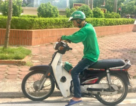 """Không nghỉ hè, sinh viên ở lại Hà Nội làm """"xe ôm công nghệ"""""""