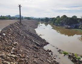 """Ninh Bình: Doanh nghiệp xây dựng trái phép, """"tiện tay"""" lấn cả lòng sông Vân!"""