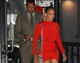 Jennifer Lopez quyến rũ đi ăn tối cùng bồ trẻ
