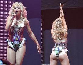 Rita Ora tràn đầy năng lượng trên sân khấu