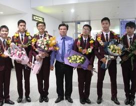 Nồng nhiệt chào đón đoàn học sinh Olympic Toán quốc tế chiến thắng trở về