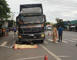 Băng qua đường, người đàn ông bị cuốn vào gầm xe tải tử vong