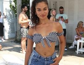 """Siêu mẫu Úc: Ngực """"lép"""" vẫn quyến rũ"""