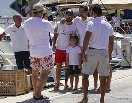 Quên đi kỳ World Cup thất vọng, Messi vui vẻ đi du lịch cùng vợ con