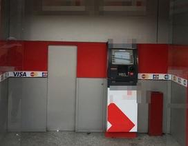 Trụ ATM của ngân hàng bị trộm cạy phá