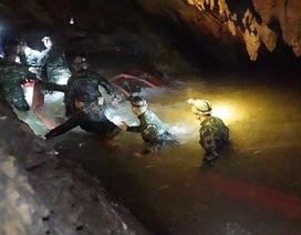 Đội cứu hộ Thái Lan gặp khó khi tiếp cận nơi đội bóng có thể đang trú ẩn