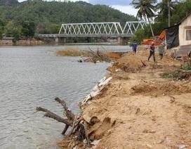 Dân bức xúc cát tặc, tỉnh dừng cấp phép khai thác cát