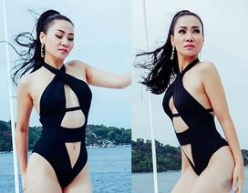 Thu Minh khoe dáng gợi cảm với bikini ở tuổi 40