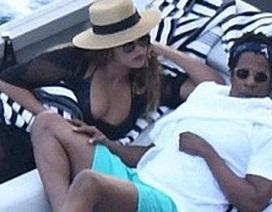 Beyonce khoe ngực đầy đặn trong kỳ nghỉ