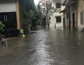 Khu dân cư giữa thủ đô cứ mưa là lụt: Nguy hiểm luôn chực chờ!