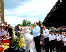 Thủ tướng xúc động thắp hương tưởng nhớ các anh hùng liệt sĩ