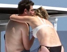 Karlie Kloss tình tứ bạn trai Josh Kushner trên du thuyền