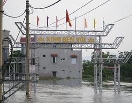 Hà Nội: Xã ngoại thành hễ mưa là ngập, dân chèo thuyền trên đường làng