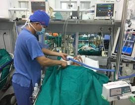 Nạn nhân vụ xe khách lao xuống vực đang cấp cứu tại bệnh việnViệt Đức