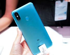"""Trên tay Xiaomi Mi A2 camera kép 20 """"chấm"""", giá 5,9 triệu đồng vừa ra mắt"""