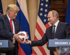 Quả bóng ông Putin tặng ông Trump được nhà sản xuất gắn chip đặc biệt