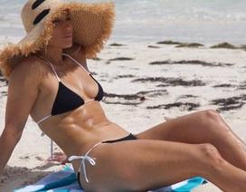 """49 tuổi, Jennifer Lopez vẫn sở hữu dáng vóc """"vạn người mê"""""""