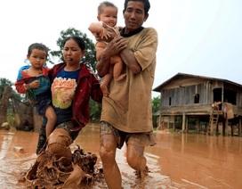 Nước rút bùn ngập, người Lào chật vật trở về nhà sau sự cố vỡ đập