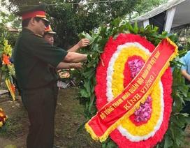 Dòng người xếp hàng chờ viếng hai phi công hy sinh trong vụ rơi máy bay