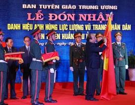 Ban Tuyên huấn Khu ủy Khu V đón nhận danh hiệu Anh hùng