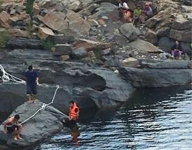 Trục vớt thi thể nam thanh niên bị trượt chân rơi xuống nước mất tích