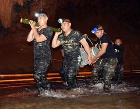 Thái Lan chặn sông, khoan hang giải cứu đội bóng mắc kẹt