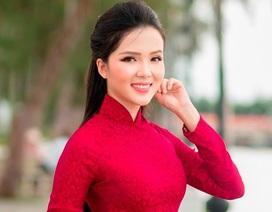 """Người đẹp Thúy Vi """"khoe"""" dáng dịu dàng trên bến Ninh Kiều"""