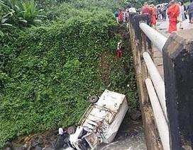 Xe cứu trợ vỡ đập ở Lào rơi xuống sông, 1 người chết