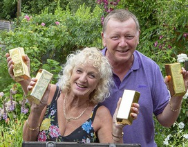 Cặp vợ chồng già hưởng trọn kho báu vàng thỏi 1,5 tỷ đồng