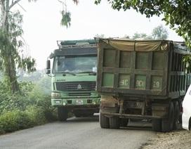 """Hà Nội: Trốn trạm BOT, """"xé nát"""" đường dân sinh"""