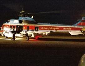 Trực thăng đưa chiến sĩ bị tai biến từ Nhà giàn DK1 vào đất liền điều trị