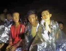 Cuộc trò chuyện video đầu tiên của đội bóng nhí Thái Lan với bên ngoài