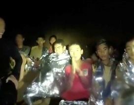 """Chiến dịch tìm kiếm đội bóng Thái Lan mắc kẹt: """"Như một bộ phim"""""""