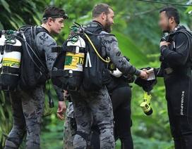 Thợ mỏ mắc kẹt 69 ngày ở Chile bày cách giúp đội bóng Thái Lan