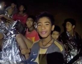 Cách giúp đội bóng Thái Lan cầm cự trước khi được đưa ra khỏi hang