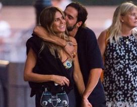 Bồ trẻ kém 17 tuổi hôn Heidi Klum say đắm