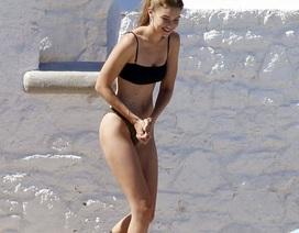 Gigi Hadid quyến rũ trên biển