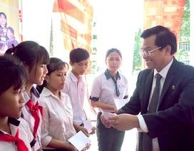 """""""Nâng bước đến trường – Thắp sáng tương lai"""" cho học sinh, sinh viên dân tộc thiểu số Đồng Nai"""