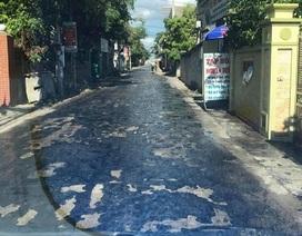 Nắng nóng khủng khiếp, mặt đường chảy nhựa loang lổ