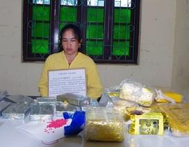 Người phụ nữ vận chuyển 10 bánh heroin và 30.000 viên ma túy tổng hợp
