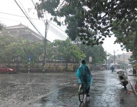 Người dân Huế sung sướng đón trận mưa giải nhiệt